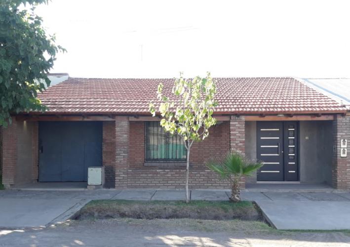 Casa sobre calle Las Leñas