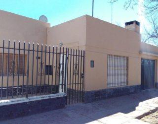 Vendo casa sobre calle Río Negro inmediaciones Av. Mitre
